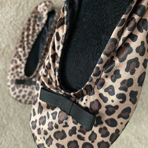 isotoner Shoes - Isotoner Women's Size Small/5-6 Leopard Slippers